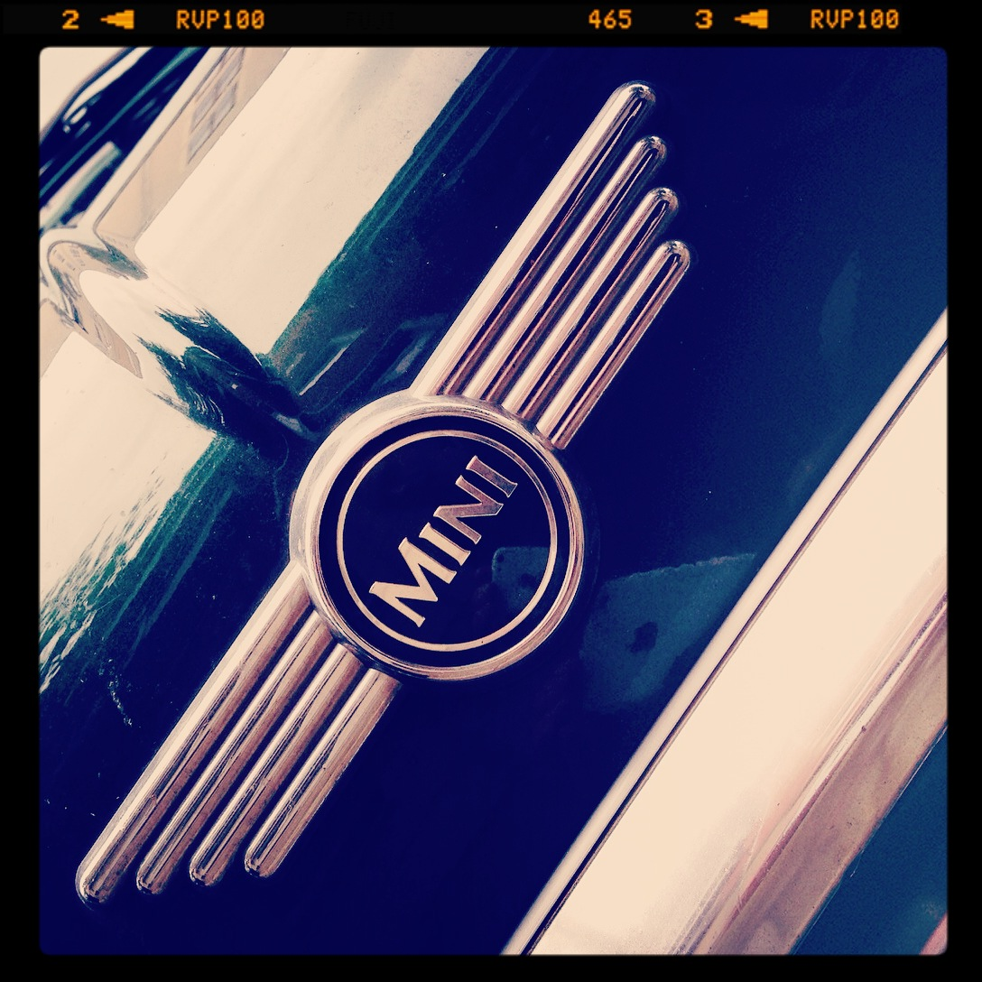 car logo love ©photo: lowereast