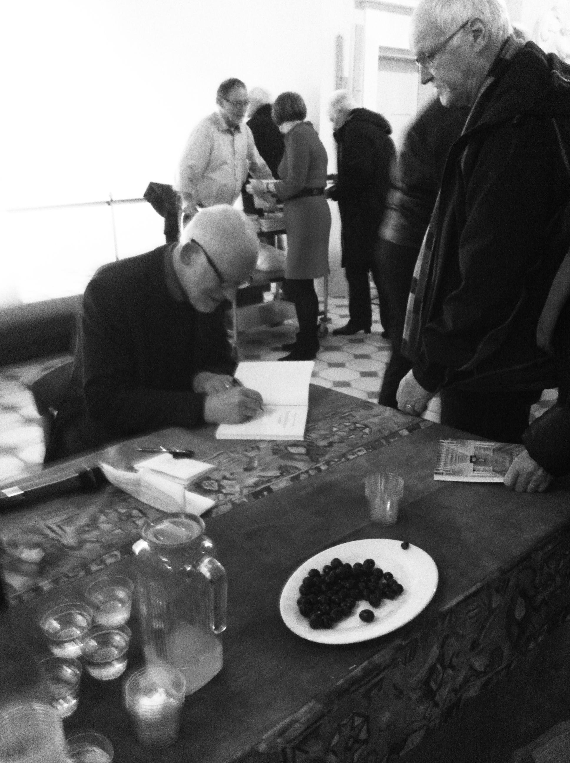 Sten Krarup signing books