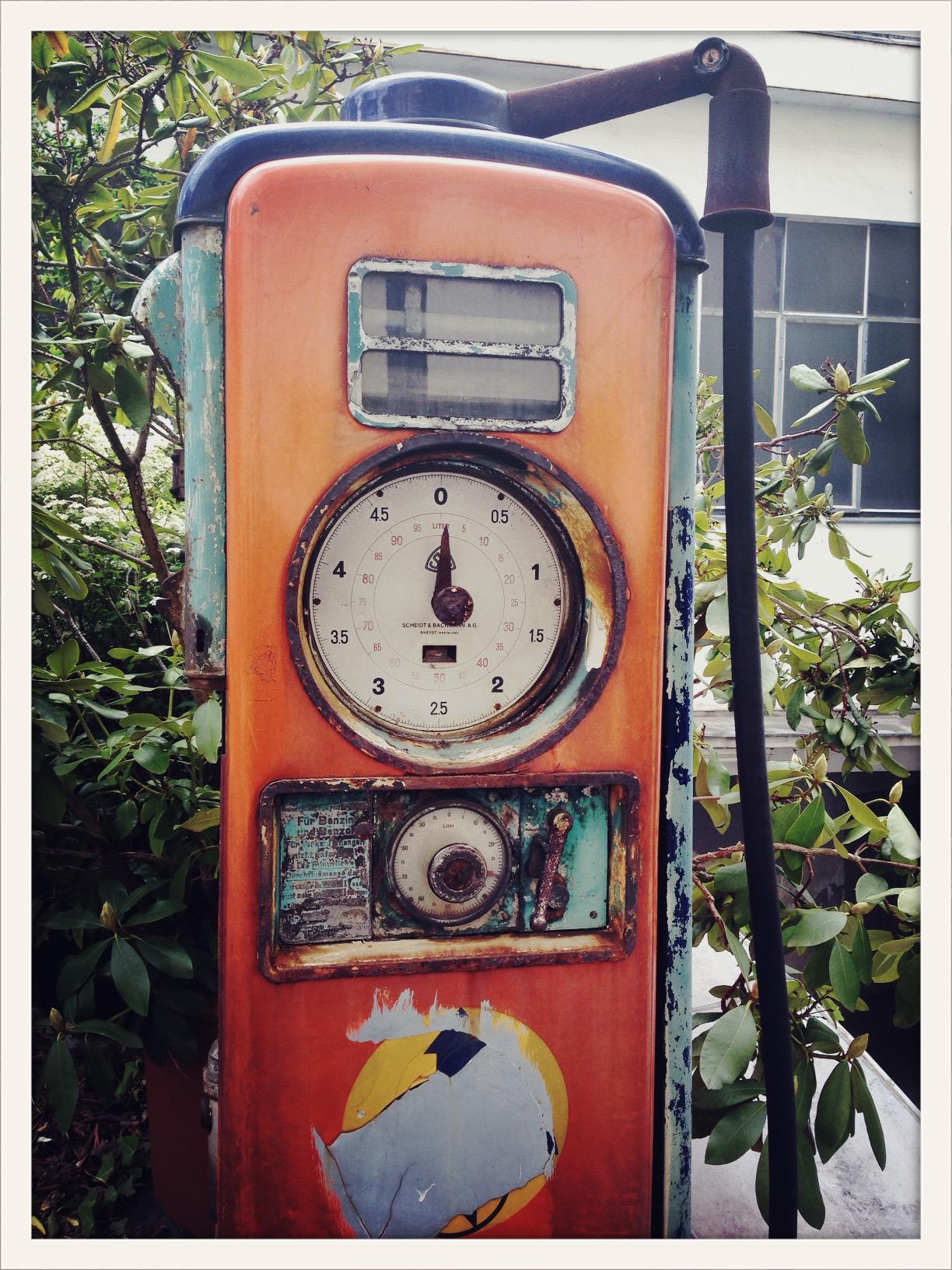 Gas station Muskauerstrasse Kreuzberg Berlin ©lowereast
